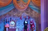 Театральный коллектив поздравил жителей с Первомаем